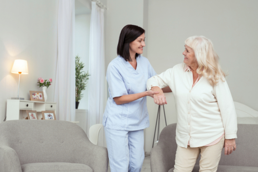 live-in-care-vs-hourly-care-whats-better-for-your-loved-one